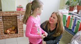 Многодетным семьям медработников Пскова вручили подарки