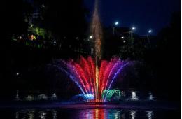 Новый плавающий фонтан в дендропарке будет работать до начала октября