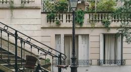 Закон поможет очистить фасады старинных зданий от антенн, рекламы и кондиционеров