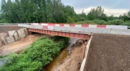 Открылось движение по временному мосту через реку Шесть в Пушкиногорском районе