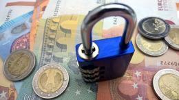 За текущий год псковские приставы арестовали366 счетов