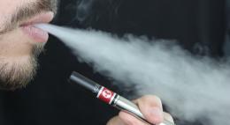 Электронные сигареты в России приравняют к обычным