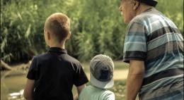 В Минтруда предложилиустраивать пожилых граждан в приемные семьи