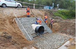 Строители завершили ремонт 14 водопропускных труб на трассе Псков-Великий Новгород