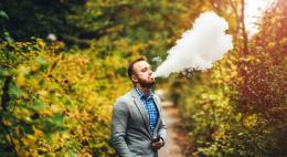 Госдума поддержала запрет курения вейпов и кальянов в общественных местах