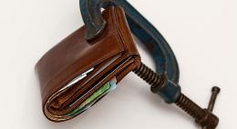 Половине пенсионеров в стране приходится экономить на всем