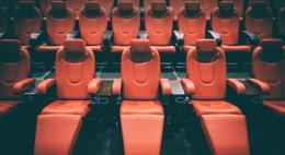 Из-за новой волны коронавируса в кинотеатрах стало меньше зрителей