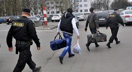 Граждан Вьетнама, Азербайджана и Индиивыдворилиза пределы РФ псковские судебные приставы