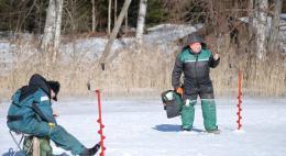 МЧС предупреждает: хоть толщина льда на водоемах региона составляет более 20 см, отдаление от берега опасно