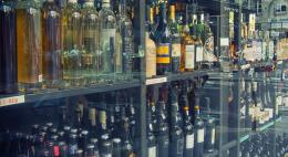 Псковские полицейские при проверке сети торговых точек изъяли почти 400 литров алкоголя
