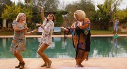 Музыкальную романтическую комедию«Прогулка по солнечному свету»,основанную на популярных хитах поп-музыки 1970-80-х, смотрите сегодня в 22.25 на Первом Псковском