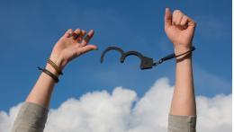 В связи с недоказанностью участия Голунова в преступлении преследование журналиста прекращено