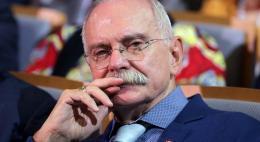 Путин присвоил звание Героя Труда Никите Михалкову