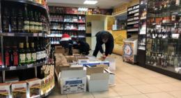 Более тысячи литров алкоголя изъяли полицейские в псковских общепитах