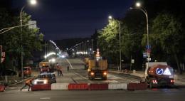 Дорожники вышли на ночные работы на Рижском проспекте в Пскове