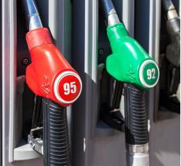Названы регионы с самым доступным бензином. Псковская область на 73-м месте