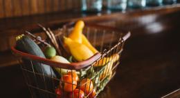 В январе продуктовая корзина в Псковской области подорожала на 2%