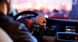 Для российских водителей с 1 июля начнут действовать новые правила