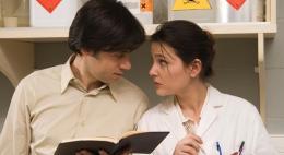 Комедийная мелодрама «Давай поцелуемся» на Первом Псковском в четверг вечером плавно перенесет вас в завершение рабочей недели