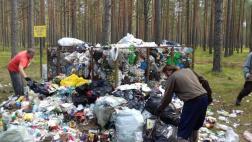 Волонтеры очиститли территорию отдыха у четырех озер в Гдовском районе