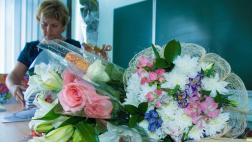 Врачам и учителям запретятпринимать подарки за исключением цветов и канцтоваров