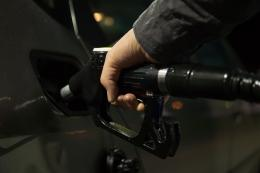 Снижение цен на бензин на 0,1% отметили в Пскове