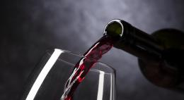 В Псковской области установлены ограничения по розничной продаже алкоголя в многоквартирных домах
