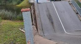 Административное расследование проводится по фактуобрушения моста в Себежском районе и ДТП