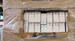 На российско-латвийской границе в кабине грузового автомобиля выявлено сокрытие 38 блоков сигарет