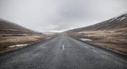 ГИБДД призывает псковичей с учетом погодных условий быть очень внимательными на дороге
