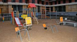 Из-за действий подрядчика жители Завеличья лишились детской площадки