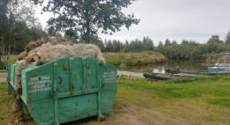 Около 70 кубических метров затопленных сетей выловили из устья реки Великой и Псковского озера