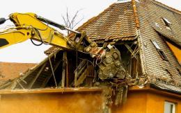 Руководителей базы отдыха «Калацкое» суд обязал снести незаконоо построенные здания гостевого дома и кафе