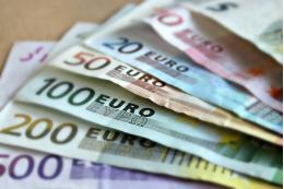 Курс евро превысил 86 рублей впервые с апреля