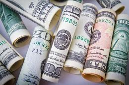 Фальшивые 100 долларов изъяли в Пскове