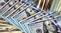 Официальный курс доллара упал ниже 70 рублей