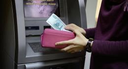 За навязывание работодателем зарплатного банка введут штраф до 50 тысяч рублей