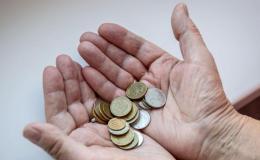 Самые низкие зарплаты у российских чиновников в Псковской области