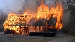 В Новоржевском районе сгорел навес с 200 тоннами сена и 30 тоннами соломы