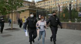 В Москве возобновились задержания пикетчиков на Петровке, 38
