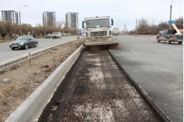 На одном из самых крупных объектов «дорожного нацпроекта» в Пскове срезают старое покрытие