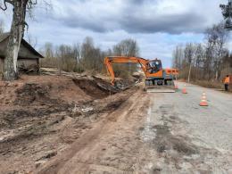 Три участка ремонтируют по «дорожному нацпроекту» на трассе Порхов – Успенье