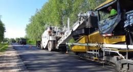 На дороге Порхов – Успенье в Дедовичском районе завершена укладка верхнего слоя покрытия