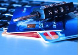 1 миллион 300 тысяч украли мошенники у псковички