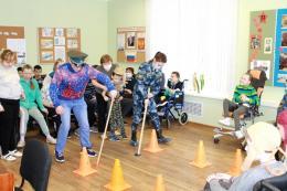 Праздник для особенных детей устроили псковские курсанты