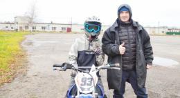 Псковские полицейские провели тренировку по мотокроссу для подростков