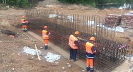 В Себежском районе идет капитальный ремонт моста через реку Неведрянка