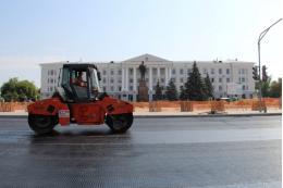 Площадь Ленина в Пскове будут асфальтировать ночью из-за чего изменится схема движения автобусов