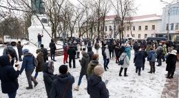 Песков заявил о небольшом количестве участников незаконных акций в РФ