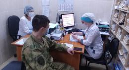 В Пскове сотрудники и военнослужащие Росгвардии начали проходить вакцинацию от коронавирусной инфекции